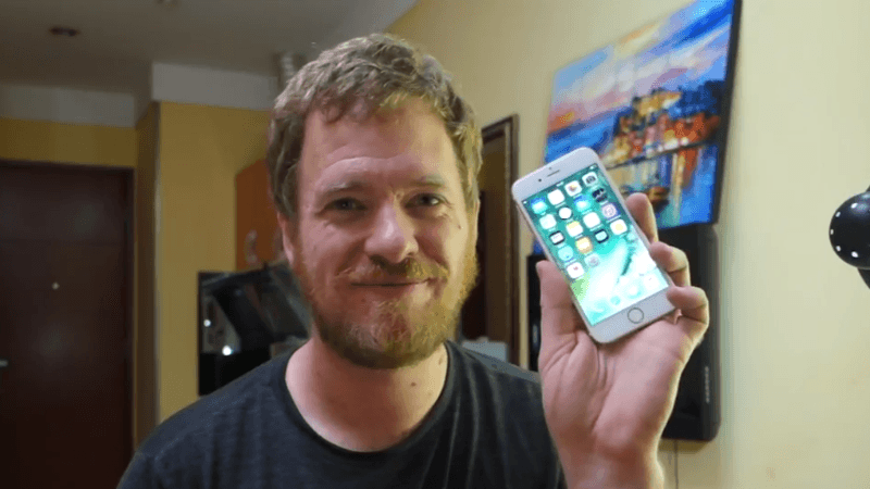 This Man Build IPhone 6S from Spare Parts